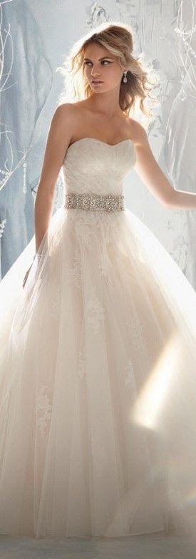 Wedding Gown  Keywords: #weddinggowns #jevelweddingplanning Follow Us: www.jevelweddingplanning.com  www.facebook.com/jevelweddingplanning/