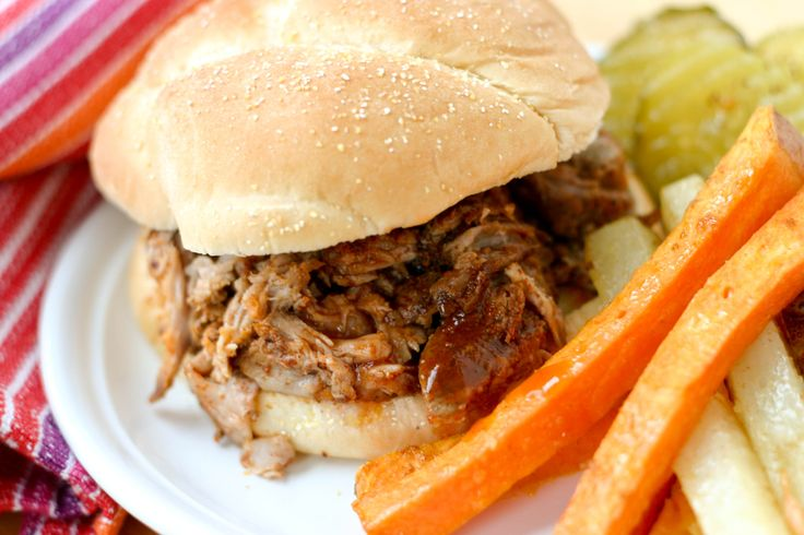 South Carolina Slow Cooker Pulled Pork: A tangy and sweet BBQ sandwich ...