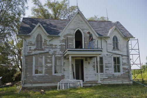 Farmhouse american farmhouses pinterest for Family home plans com