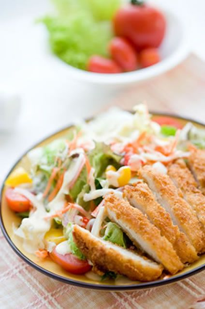 Spicy Fried Chicken Salad with Corn and Cherry Tomatoes | Recipe