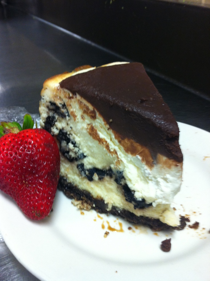 Cookie layered cheesecake with sour cream topping & ganache 😊