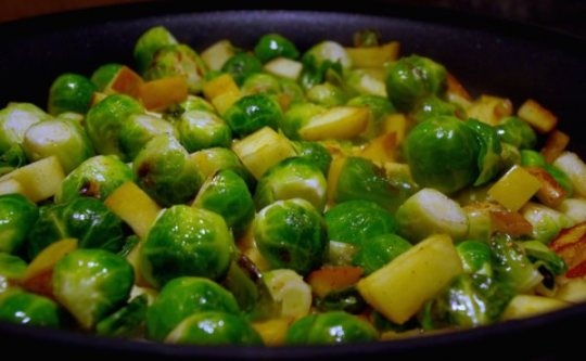 Sauteed Brussels Sprouts with Apple | Goodies | Pinterest