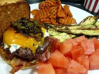 Jalapeno Popper Burgers   Things that make me go mmmmmm :)   Pinterest