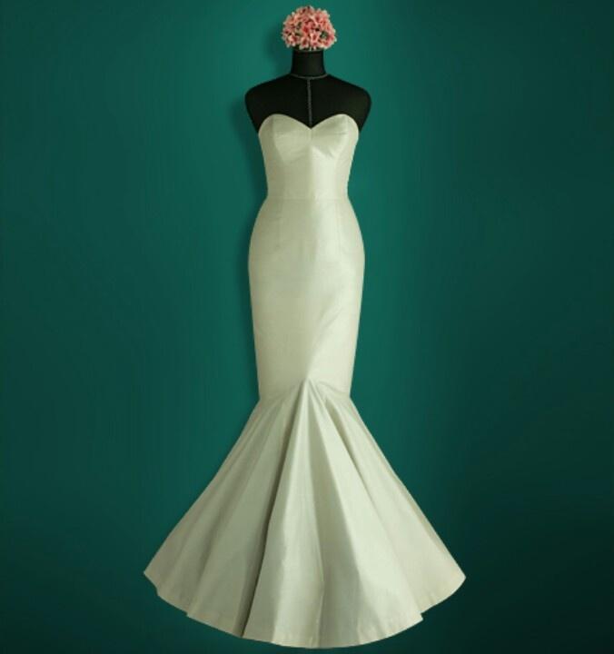 Mermaid fitted cream wedding dress