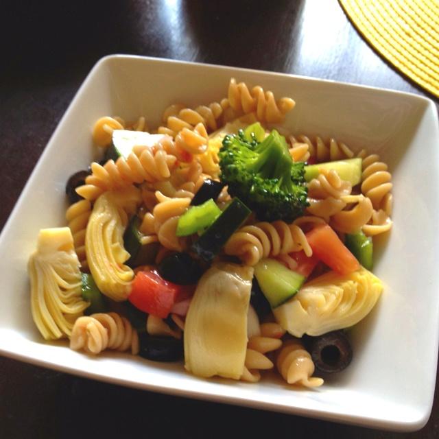 pasta salad! Whole grain pasta, tomatoes, broccoli, bell pepper ...