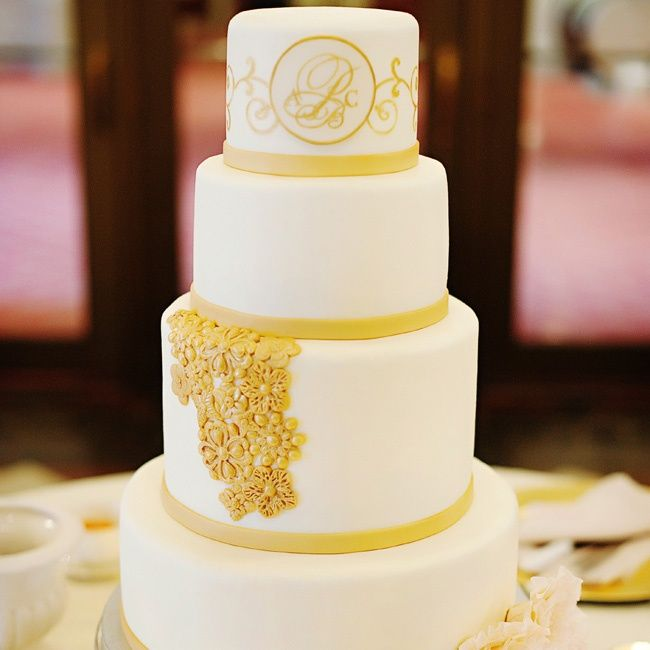 white and gold wedding cakes