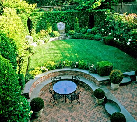 Old garden dreams privacy and a patio elizabeth everdell for Garden designs by elizabeth