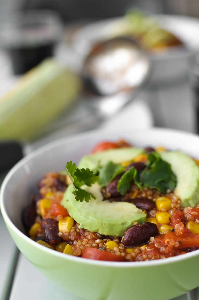 Easy Vegetarian Quinoa Chili (via @Greatist)