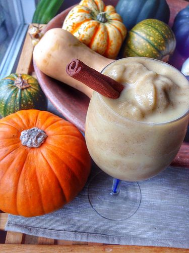 Pear, pumpkin & cinnamon smoothie | Vegan food | Pinterest