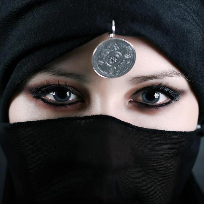 Niqab eyes wallpaper