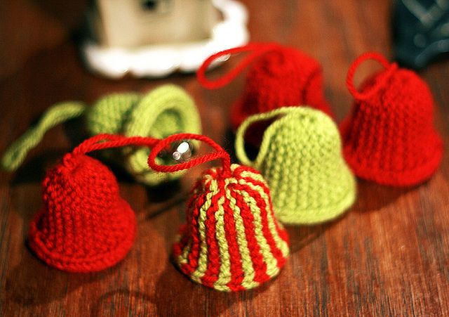 Pin by tia mia on pinterest for Knitted christmas bells