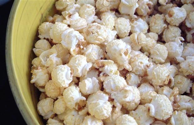 Holiday Popcorn Mix | This Sugar and Spice Popcorn Snack Mix offers ...