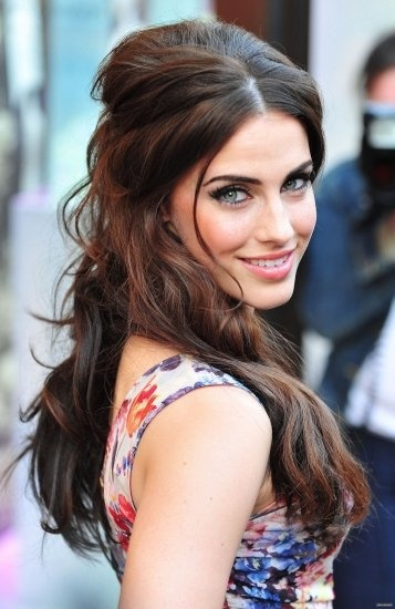 Jessica Lowdnes looks amazing with her hair half up!