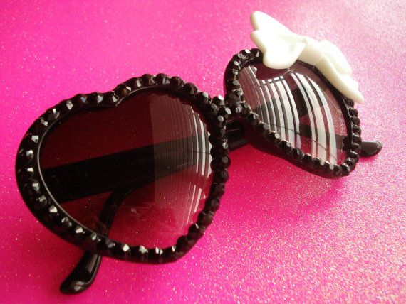 Cute heart sunglasses with deco bow