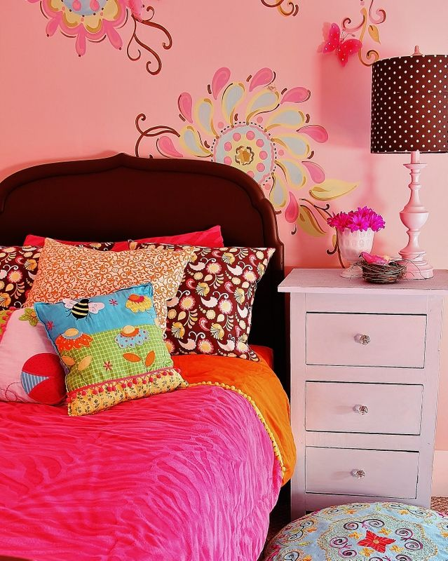 vibrant teen girls room with fabulous walls