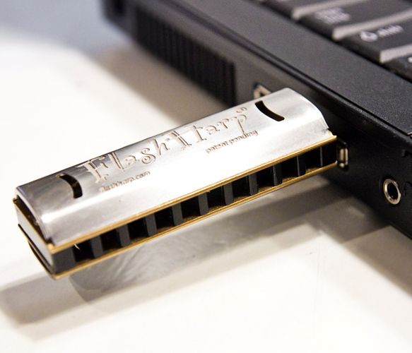 Harmonica 4GB Memory thumb drive. Fully playable.
