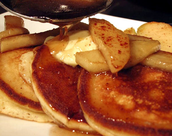 Cornmeal pancakes with braised apples, maple syrup and bourbon recipe