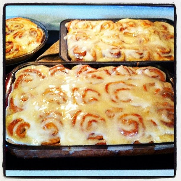 Pioneer Woman's Cinnamon Rolls | cinnamon and blueberry rolls ...