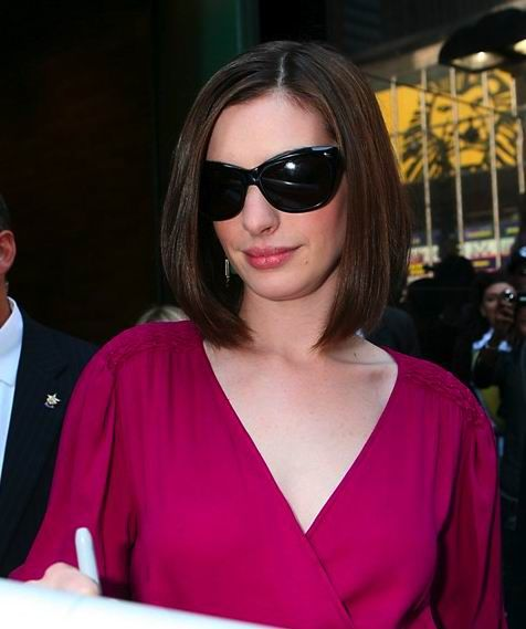 Anne Hathaway with new blunt bob hair style