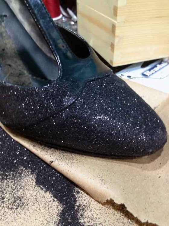 how to not spray paint glitter shoes parties pinterest. Black Bedroom Furniture Sets. Home Design Ideas