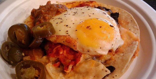 Huevos motuleños /   For The Love of Food   Pinterest