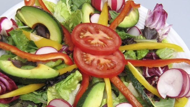 4 Unhealthy salad ingredients that are sabotaging your weight loss plan