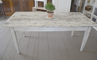 white wash table, so perfect for deck at trailer. Gotta find one...