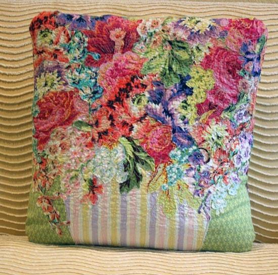 красочные подушки