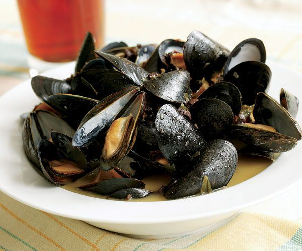 Steamed Mussels with Wine, Garlic & Parsley | Recipe