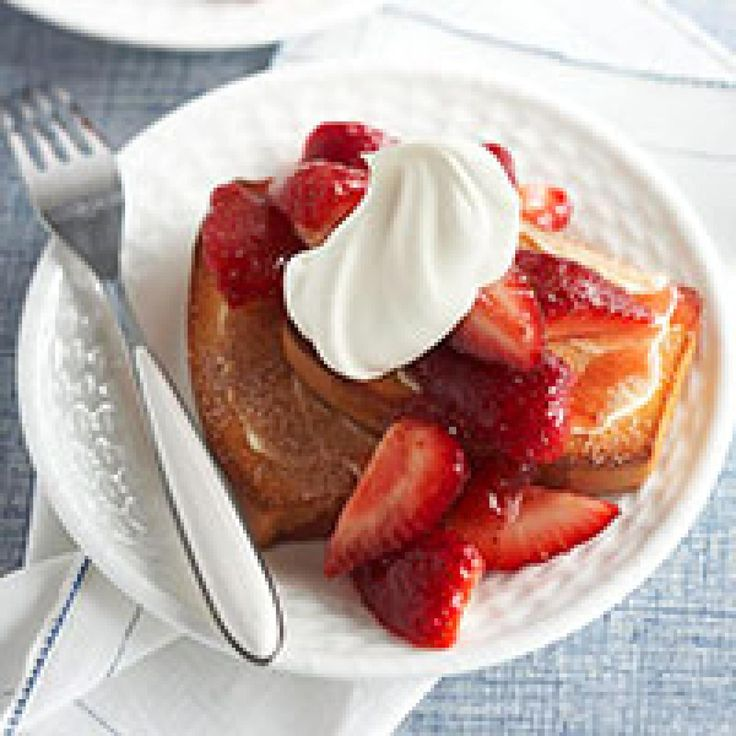 Cinnamon Toasted Pound Cake and Strawberries
