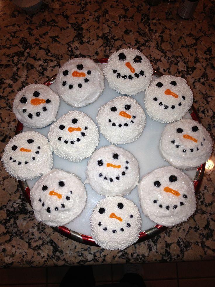 Vanilla Snowman Cupcakes With Vanilla Icing Recipes — Dishmaps