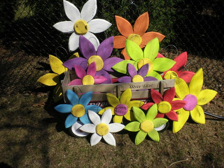 Flowers made from pallet wood. | Repurposed | Pinterest