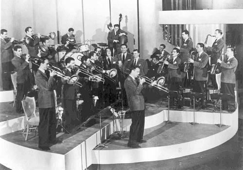 Glenn Miller and 40's Big Band Swing Music