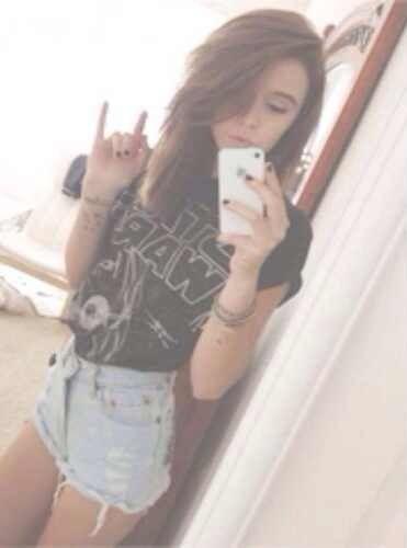 Acacia Brinley Clark selfie