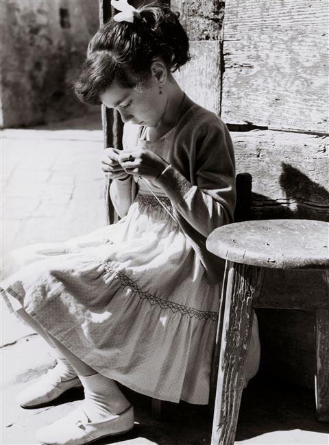La Petite tricoteuse by Vincenzo Balocchi, 1960...wearing a smocked dress
