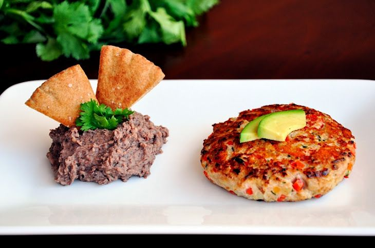 Fajita Burgers & Pita Chips with Black Bean Hummus
