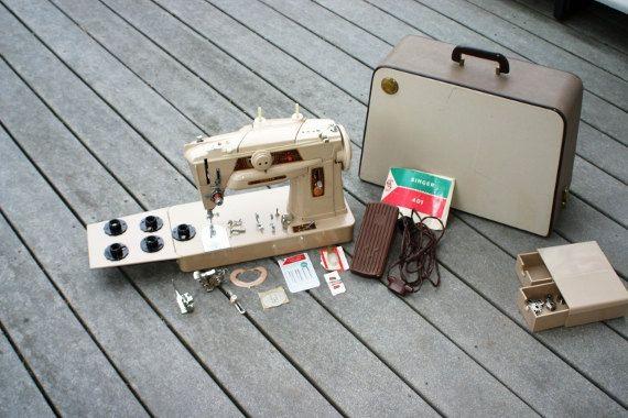 Vintage Singer Sewing Machine 401G