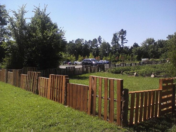 Pallet fence pallets pinterest for Wood pallet fence plans