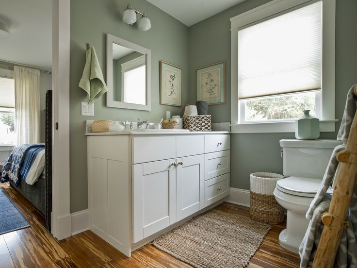 Pin by cabinets to go on diy network 39 s blog cabin 2014 for Master bathroom jack and jill
