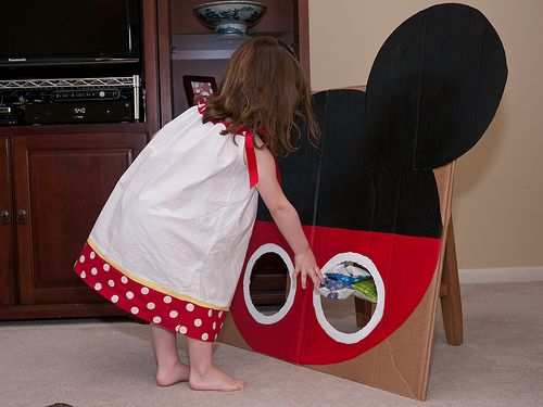 Mickey Mouse bean bag toss- cute ideas on this site for Mickey party