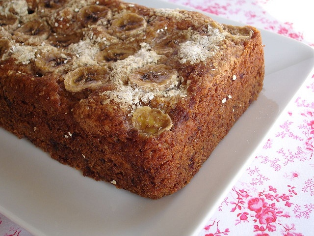 Banana, chocolate and oatmeal tea bread / Bolo de banana, aveia e ...