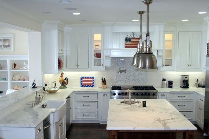 Nantucket style house w white kitchen kitchen pinterest for Nantucket style kitchen