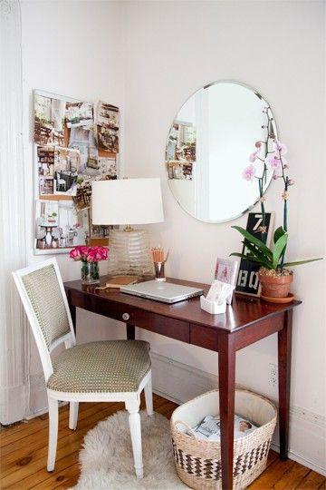 Perfect desk for a small space via theelegantabode.c...