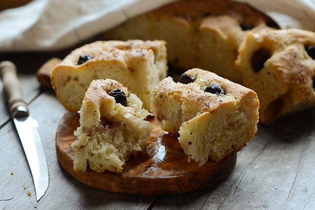 Tasty Kitchen Blog: Roasted Garlic and Olive Focaccia. Guest post by ...