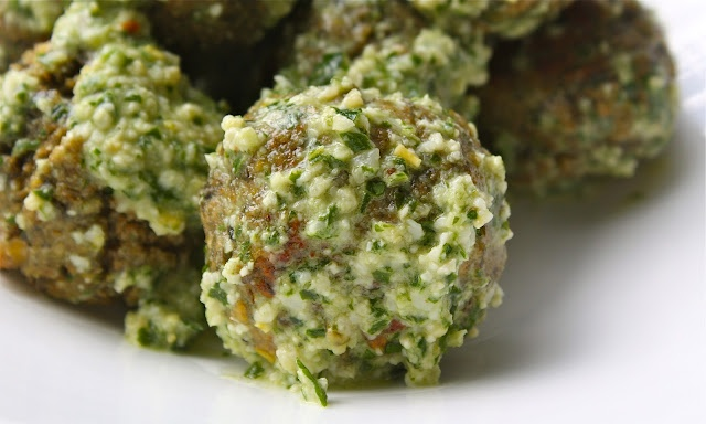 "sparrows & spatulas: lentil ""meatballs"" with lemon pesto"
