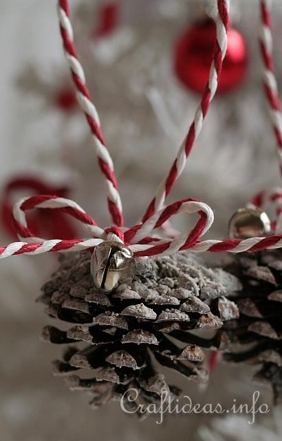 Pine cone ornaments christmas pinterest for Christmas projects with pine cones