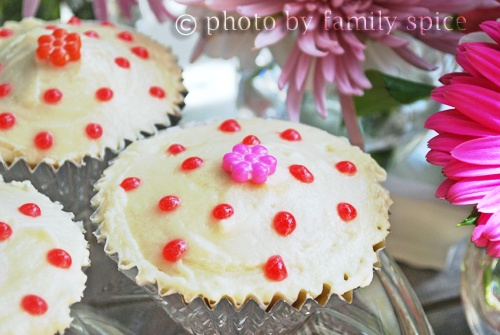 Double Vanilla Cupcakes - Family Spice