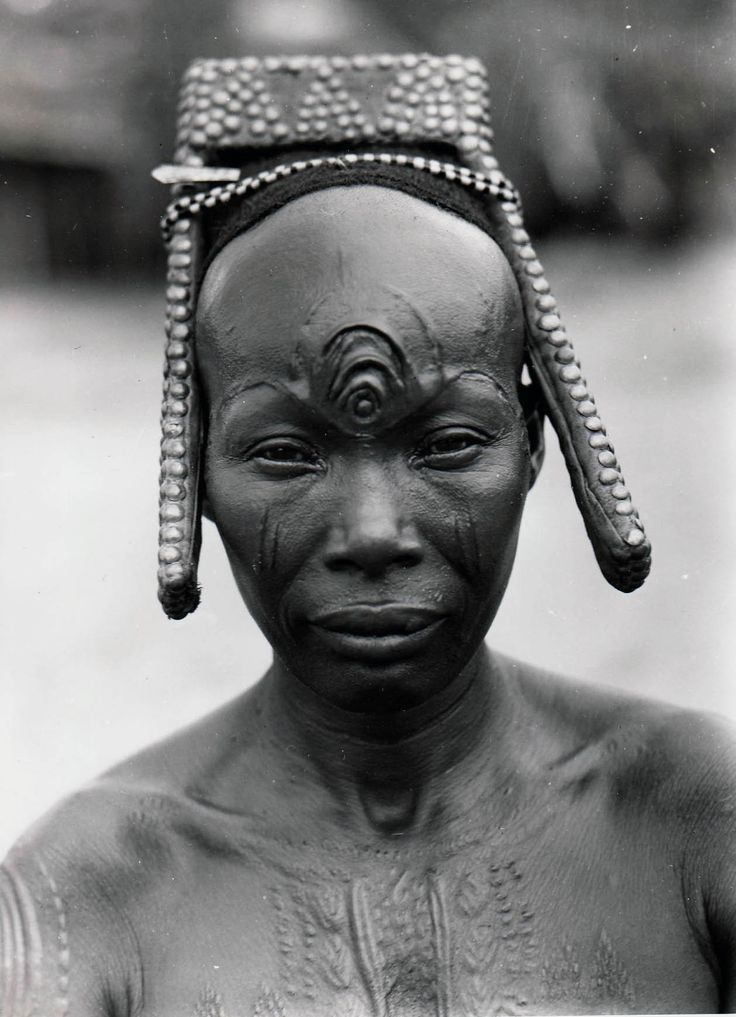 Bakutu woman.  Tshuapa, Bodende, Belgian Congo (today, the Democratic Republic of Congo) |  C. Lamote.  ca. 1957