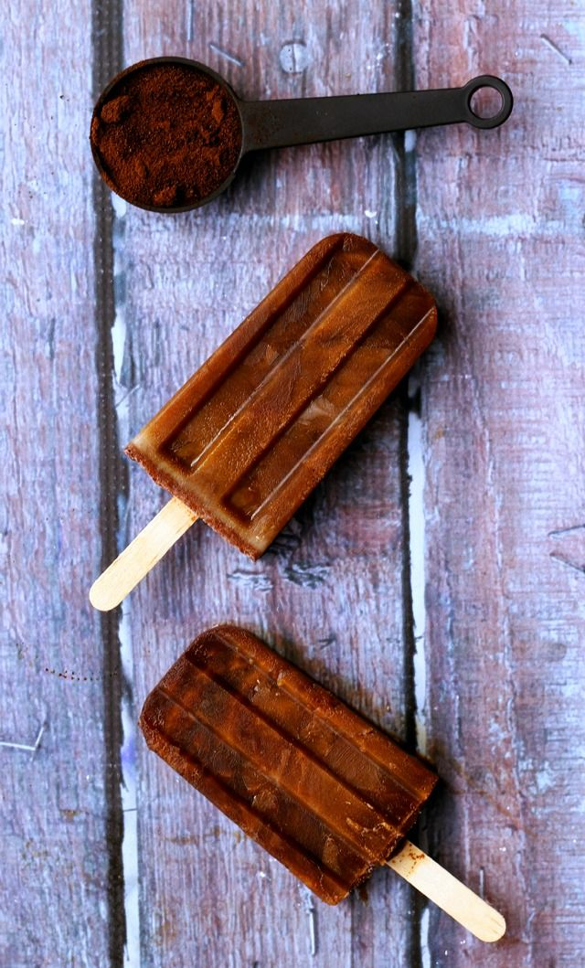 Get your caffeine fix in frozen form with these cappuccino popsicles! #vegan
