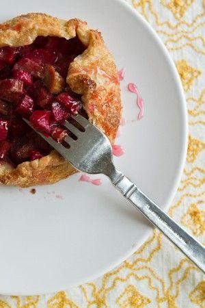 love rhubarb! Recipe for Rustic Rhubarb Tarts.
